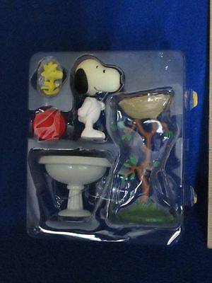 Peanuts Figures Snoopy Woodstock Birdbath Nest and Dish