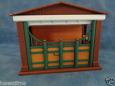 Keenway Plastic Horse Shelter / Stable / Barn Building