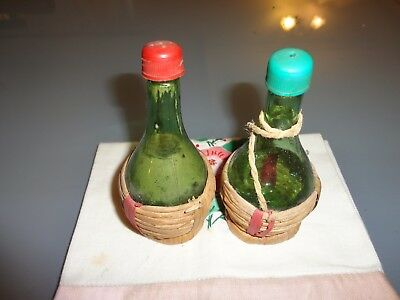 Vintage Novelty Kitsch Glass RAFFIA WINE BOTTLES  Salt And Pepper Shakers