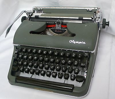 Vintage Retro Olympia De Luxe Manual Typewriter 1950's SM3 & Hard Case Modernist