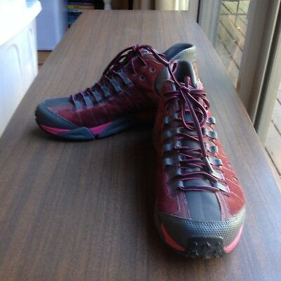 Columbia Master Of Faster Outdry Womens Walking Trekking Boots Euc Size Us 10
