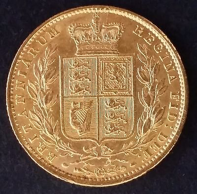 1853 Great Britain One Sovereign Gold ( .916 ) coin Queen Victoria