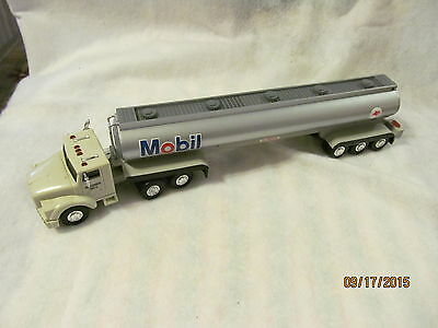 Mobil 1993 Tractor Trailer Made of Plastic