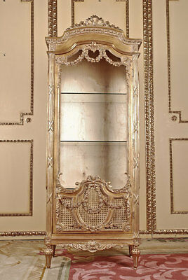 Elegante French Cabinet in the Louis XVI Baroque Style