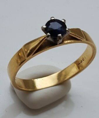 18 crt gold ring with single sapphire