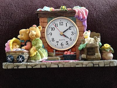Unisex nursery clock with bears