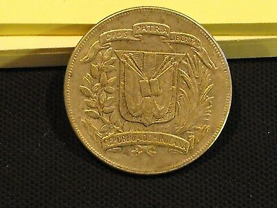 1974 One Peso coin from the Dominican Republic in VF condition - Free US shippng