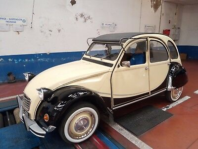 2 Cv 6  Citroen Entierement Restauree