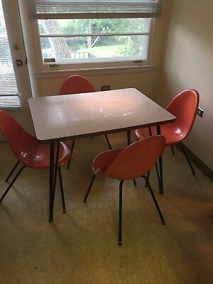 Vintage Mid-Century Modern Dinette Table and Spun Fiberglass Chairs
