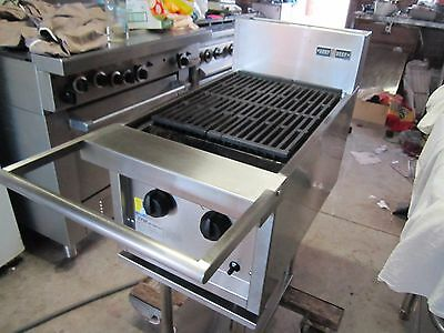 char grill ,excellent condition ,nat-gas