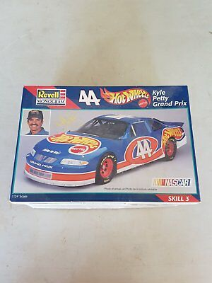Revell 1/24 Kyle Petty Hotwheels Nascar Model Kit