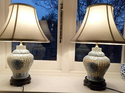 Pair of blue and white Chinese ceramic ginger jar lamps with illuminated bases