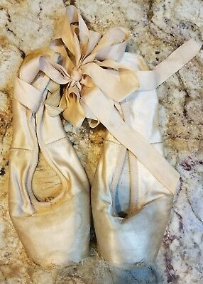 Pink Pointe Shoes  Bloch   Size 7 1/5 - 7.5