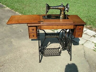 Antique/Vintage 1923 Singer 66 treadle sewing machine w/oak cabinet works fine