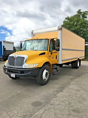 24 feet International 4300DT Box Truck 2007