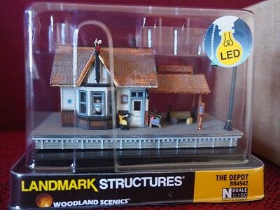 *NEW* PRE-BUILT Woodlands Scenics The Railroad Depot with LED's N scale station