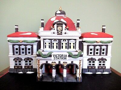 """Dept 56 Dickens' Village Series """"Victoria Station"""" (pre-owned) NICE! 1989"""