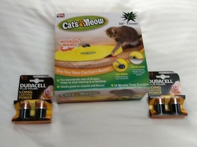 V3 Cat's Meow Undercover Yellow Skirt Motorised Moving Mouse With 4 New Duracell