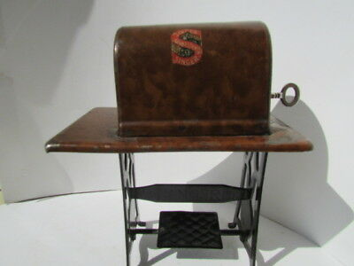 """Antique German Tin Litho """"Singer Sewing Machine"""" Penny Bank with Key c1910 NICE"""