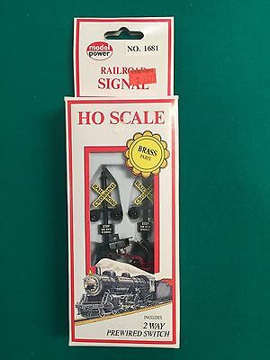 Model Power HO Scale Crossing Signal with Prewired two way switch - New
