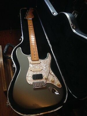Fender USA 1989 Stratocaster Deluxe With Original Guitar Shaped Fender Hard Case