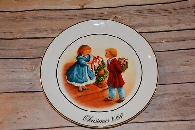 AVON Christmas Plate 1984 Celebrating The Joy of Giving Collectable 22K Gold Trm