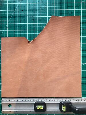 3-4mm thick veg tan English bridle leather. emboss, wet mould, etc. 30x30cm