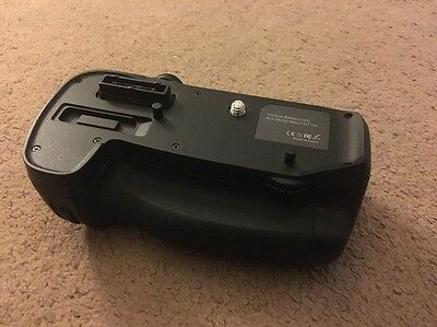 Bg-2N Battery Grip For Nikon D7100 With Aa Attachment Only