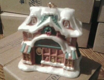 Avon Snow Frost Falls Victorian Village Light Cover Toy Shoppe