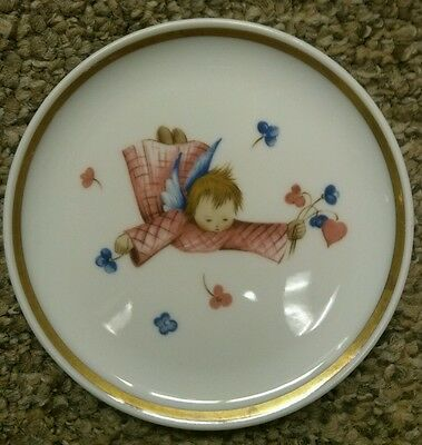 "Collectible HUMMEL Museum 3.75"" Miniature plate Girl with Flowers"