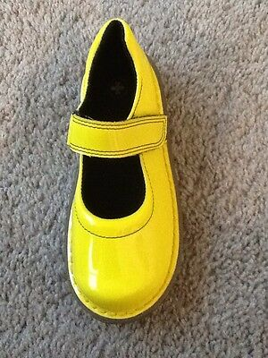 Dr Doc Martens Girls Mary Jane Yellow Shoes Patent Leather Sz 9 US girls 7 UK