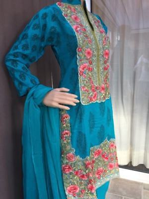 Readymade Shalwar Kamiz in Lilen fabric with embroidery