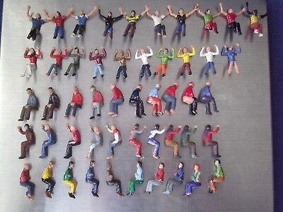 50 Poorly Painted Subbuteo Spectators Supporters Crowd Figures