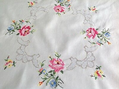 Pretty Vintage Hand Embroidered Drawn Thread Work Cream Cotton Tablecloth 32x33