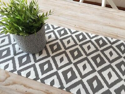 *STUNNING NEW INDOOR/OUTDOOR CHARCOAL GREY & WHITE GEOMETRIC TABLE RUNNER 135cm*