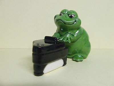 Vinatge Frog Playing Piano Salt & Pepper Shakers (Japan)