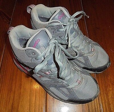 Girls size 5 Columbia High Top Hiking Shoes Gray Pink Accents EUC