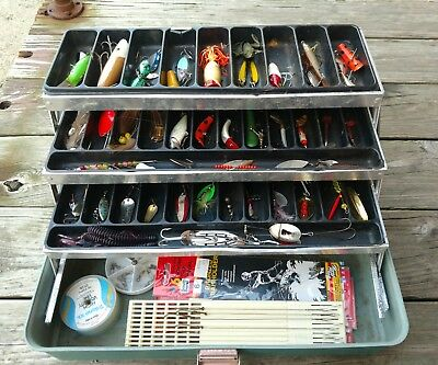 Vintage UMCO 175US USA Fishing Tackle Box 3-Tray Full of used lures Tackle