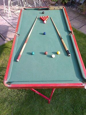 Joiner made table top snooker table, 6 x 4, includes balls, cues, scoreboard 99p