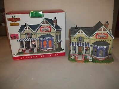 VINTAGE  Lemax Coventry Cove Christmas Village CUPCAKE COTTAGE