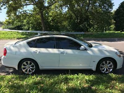 2006 Infiniti M35  2006 Infiniti M35x - AWD - All packages - Pearl White