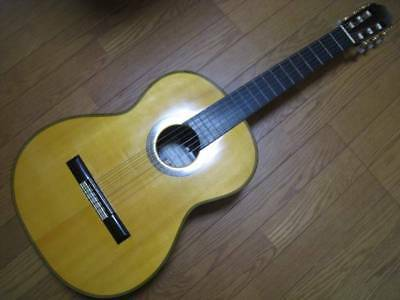 lutheir Kazuo Ichiyanagi No.15 classical guitar made in 1979 classic gut used