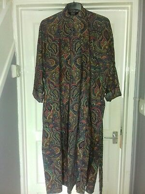 Vintage dressing gown in beautiful paisley design rare excellent condition