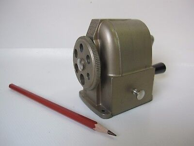 Caran D ` Ache No 457 Bleistiftanspitzer Spitzmaschine pencil sharpener swiss