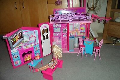Barbie Glam Vacation House - Complete with Original Accesories and FREE Barbie