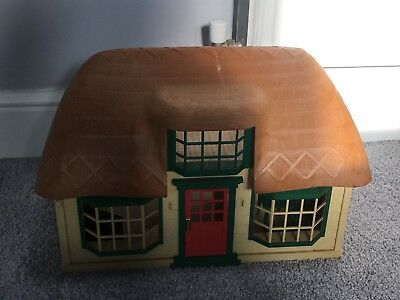 Sylvanian Families Meadowcroft Cottage With Mouse And Furniture