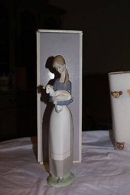 Lladro #4505 Girl With Lamb Mint Condition Boxed Porcelain Glazed Retired
