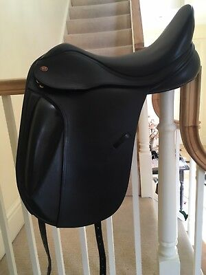 """Kent and Masters 18""""Dressage Saddle extremely good conditions adjustable width"""