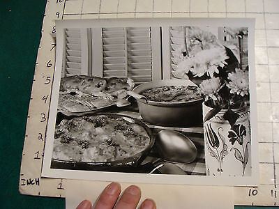 vintage photo: NABISCO w info: TRISCUITS & SALTINE in and with food
