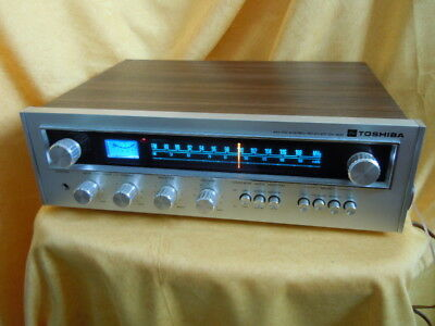 Hitachi SA 300 FM/AM Vintage Receiver im Woodcase, optisch TOP, 100 % Funktion